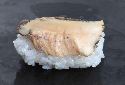 アワビモドキの煮貝握り